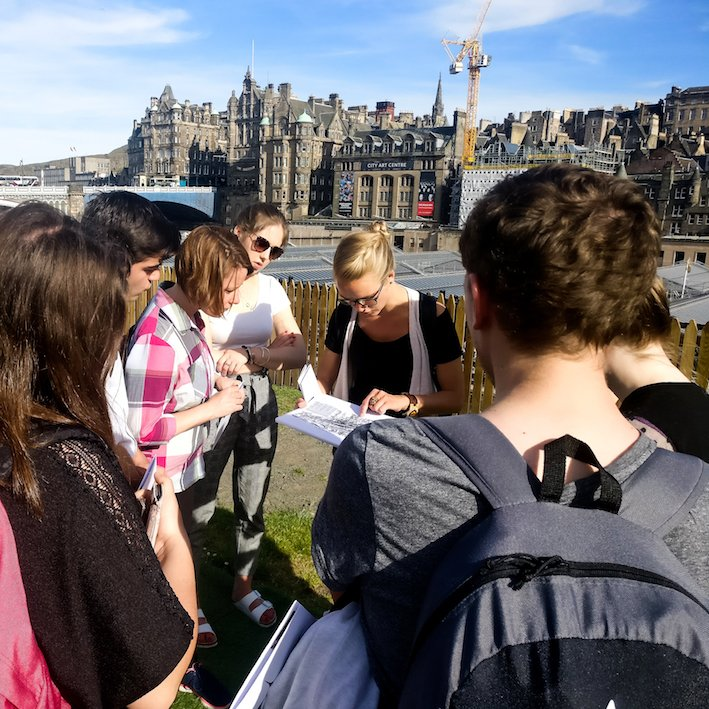 Tour guide with a group | Edinburgh City Tours