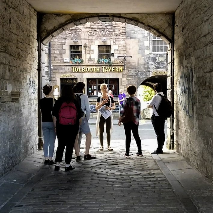 Edinburgh Tour Guide with a group | Sugarhouse Close Edinburgh