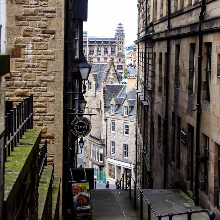 Edinburgh Close Old town Sandstone | Architecture Tour Edinburgh