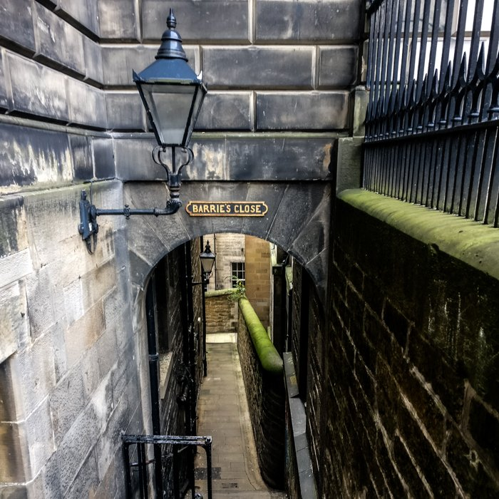 Barrie's Close | Old Town Architecture Tour Edinburgh