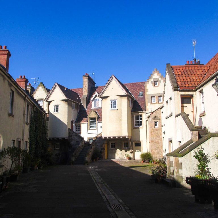 White Horse Close | Patrick Geddes | Tudor Cottage Courtyard | Edinburgh Royal Mile Tour