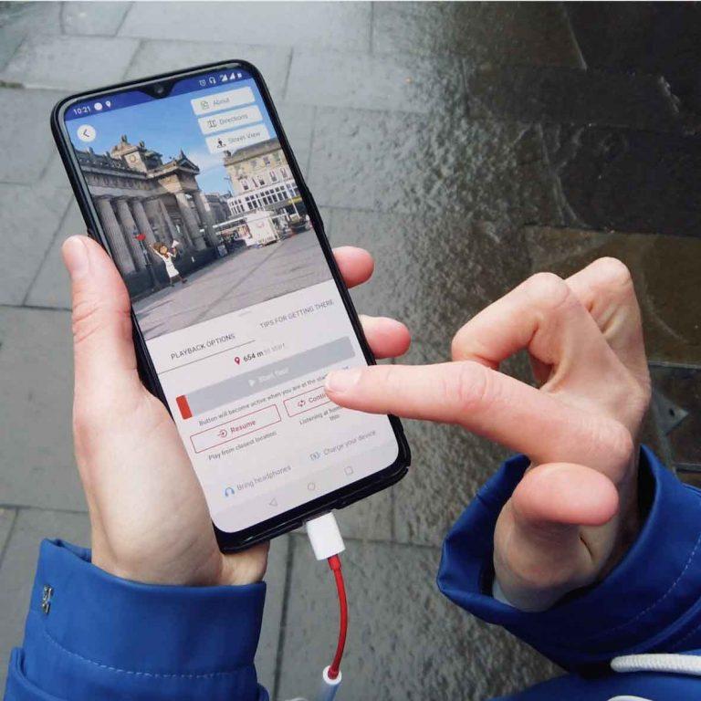 Self guided Edinburgh audio tour on a smartphone